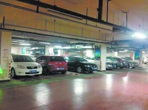 河北保定三大站停车场如何收费 记者帮您打探 图图片